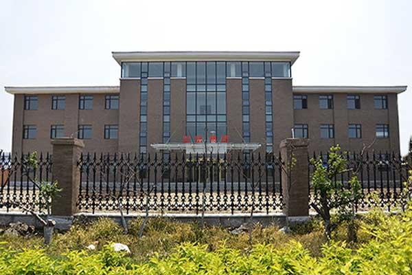 世富(集团)有限公司位于风景秀丽的海城市东四管理区,交通便利.